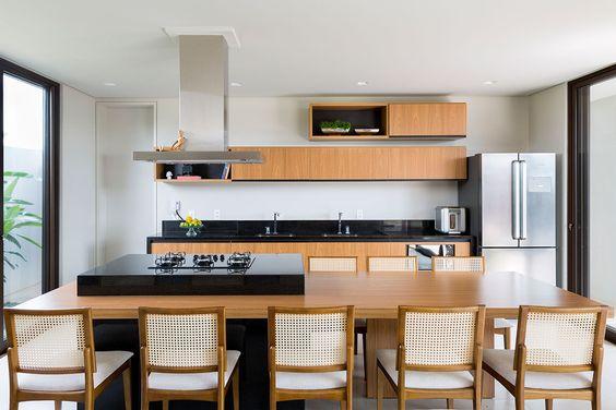 Conheça as vantagens das mesas de madeira
